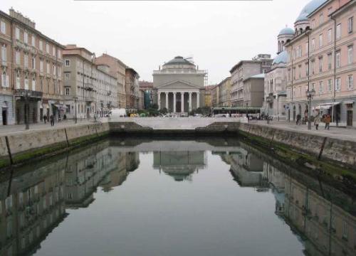 Specchio d 39 acqua canale grande di ponterosso trieste for Specchio d acqua architettura