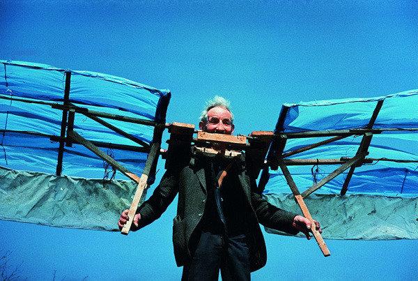 The art of flying haus der kulturen der welt hkw berlin for Flying haus